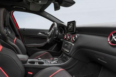 Mercedes A 45 AMG 2016: Con 381 CV, vuelve a ser el rey de los compactos