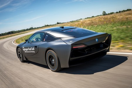 BMW-i8-Hydrogen-Fuel-Cell-Concept-16
