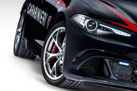 Alfa-Romeo-Giulia-QV0Police-12