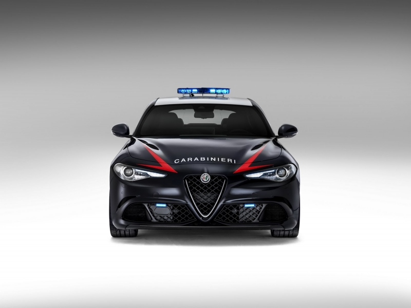 Alfa-Romeo-Giulia-QV0Police-3