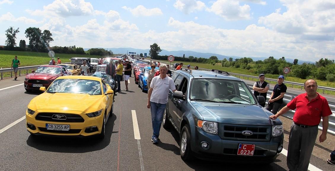 1.527 Ford en fila: así se logró batir un Récord Guiness en Bulgaría 4