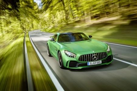 Mercedes-AMG GT R: 90 kilos menos que el AMG GT S y 577 CV de potencia