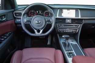 ¿Cómo es el KIA Optima GT con 245 CV de potencia? Te lo mostramos