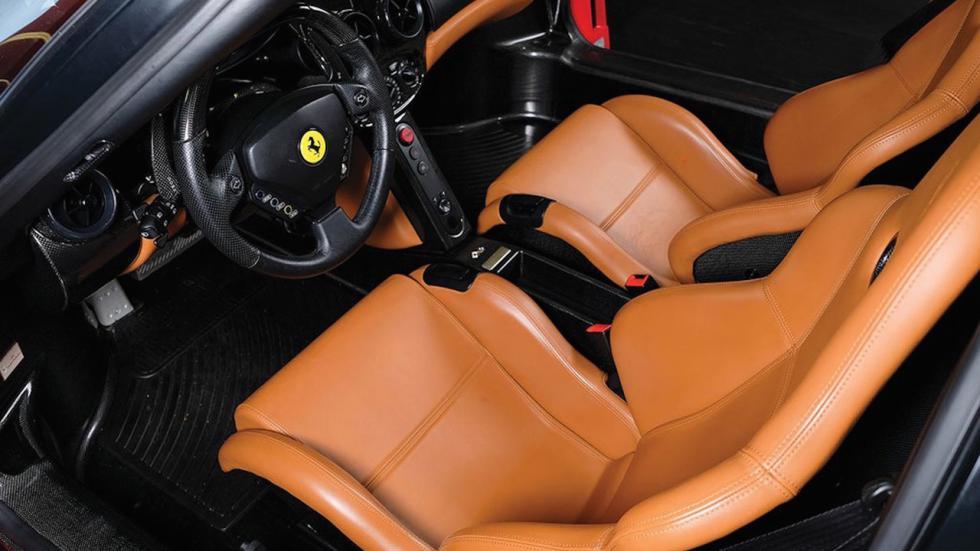 Este Ferrari Enzo tiene menos de 6.000 km, es de Tommy Hilfiger y va a salir a subasta 1