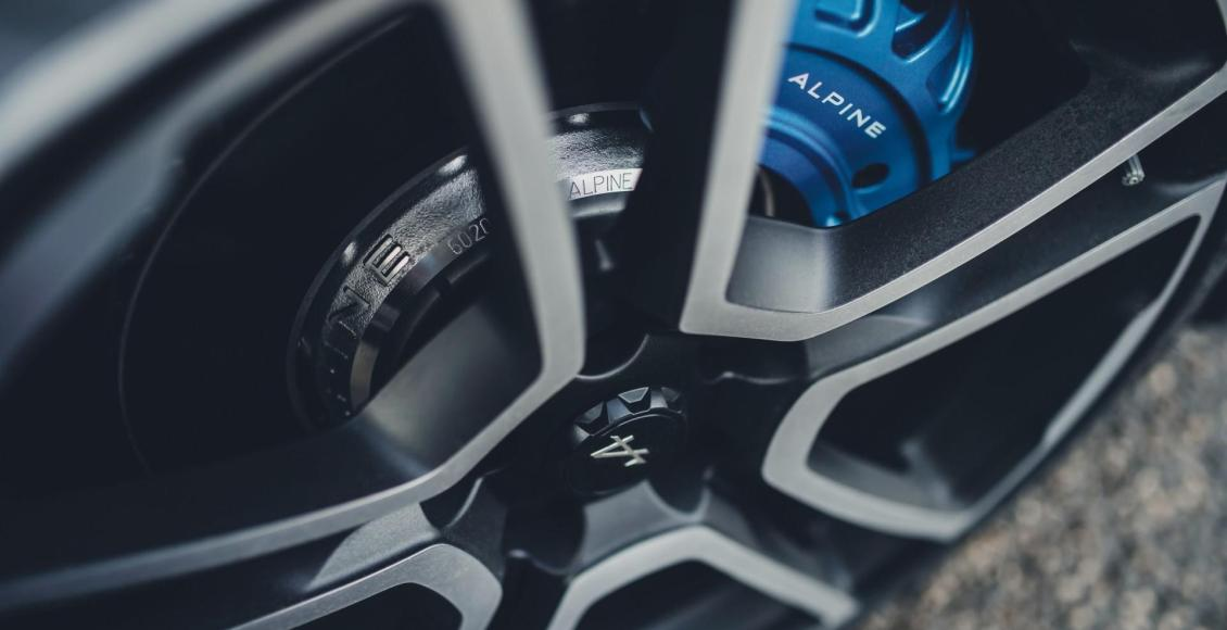 video-asi-suena-el-motor-1-8-de-252-cv-del-alpine-a110-en-col-de-turini-01