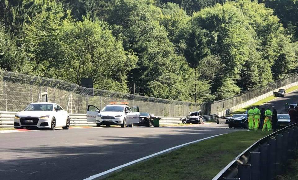 este-accidente-grave-en-nurburgring-ha-tenido-10-coches-con-espanoles-involucrados-06