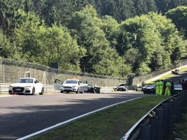 Este accidente grave en Nürburgring ha tenido 10 vehículos implicados, varios heridos... y algunos de ellos españoles