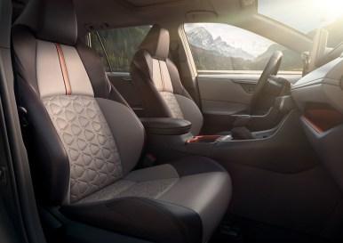 El nuevo Toyota RAV4 rompe con lo establecido: ¿Qué aportará frente al actual?