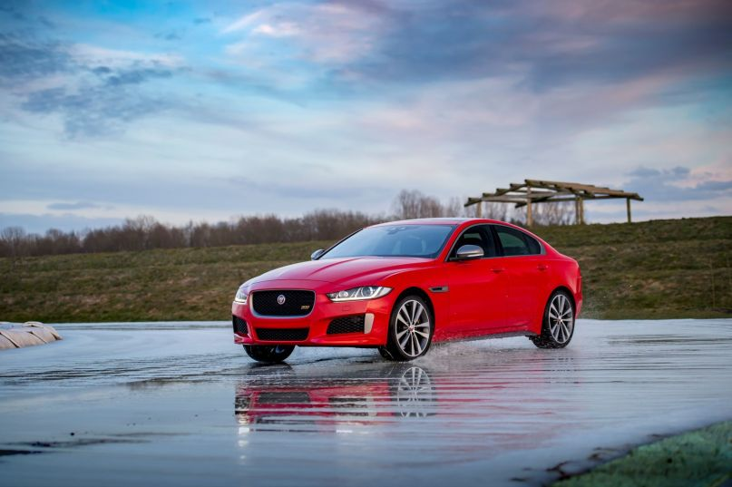 """La edición limitada """"300 Sport"""" aterriza en los Jaguar XE, XF y XF Sportbrake"""