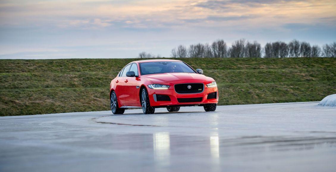 la-edicion-limitada-300-sport-aterriza-en-los-jaguar-xe-xf-y-xf-sportbrake-10