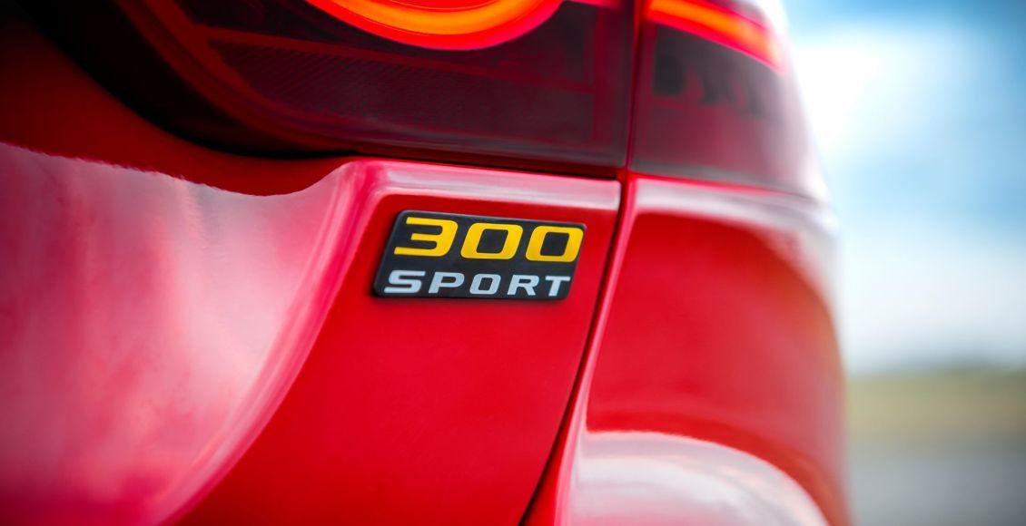 la-edicion-limitada-300-sport-aterriza-en-los-jaguar-xe-xf-y-xf-sportbrake-16