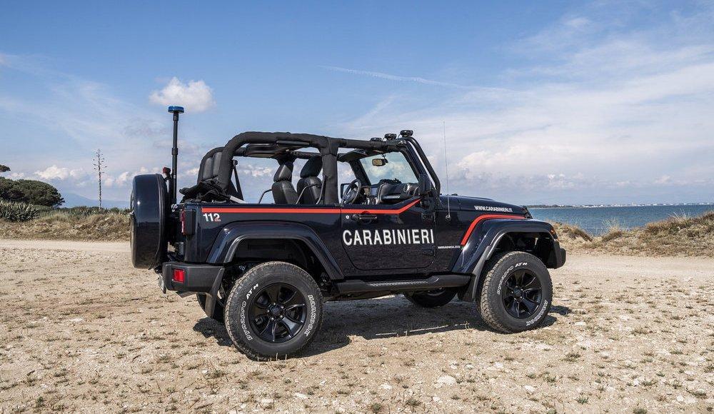 asi-es-el-jeep-wrangler-modificado-con-los-que-patrulla-la-policia-italiana-en-la-playa-11