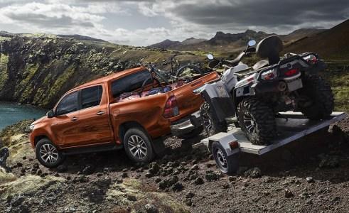 Toyota Hilux Legend: Más equipado y con el motor diésel 2.4 D-4D de 150 CV