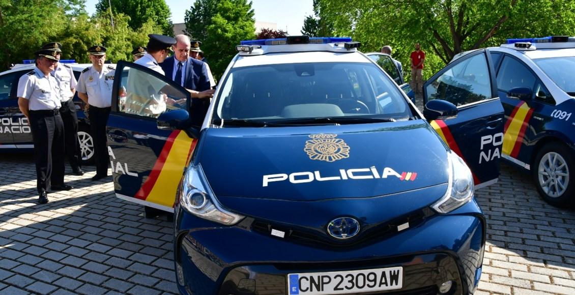 Toyota-Prius-Policía-Nacional-11