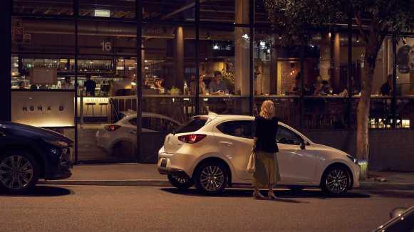 El Mazda2 se actualiza con más equipamiento y estética renovada