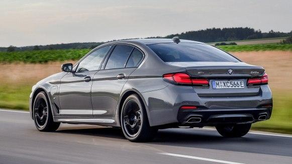 El BMW 545e xDrive 2021 llega con 400 CV y una autonomía eléctrica de hasta 57 kilómetros
