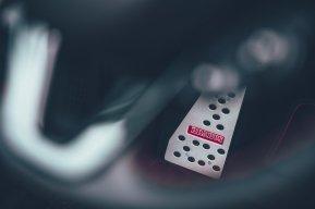 BRABUS 92R: ¿Te gastarías más de 46.000 euros en un smart eléctrico descapotable?