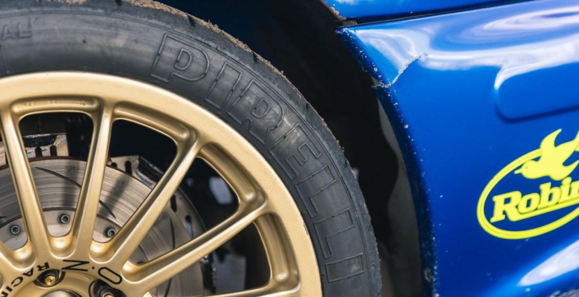 Subaru-Impreza-WRC-de-Richard-Burns-rueda