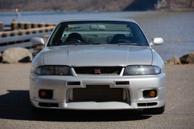 Sale a subasta este espectacular Nissan Skyline R33 GT-R V-Spec de 1995