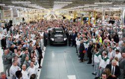First Bentley Bentayga rolls off the production line (2) (FILEminimizer)