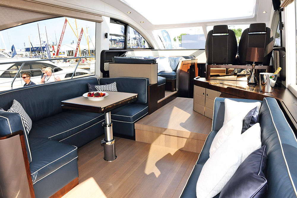 Fairline Targa 53 GT- Salon