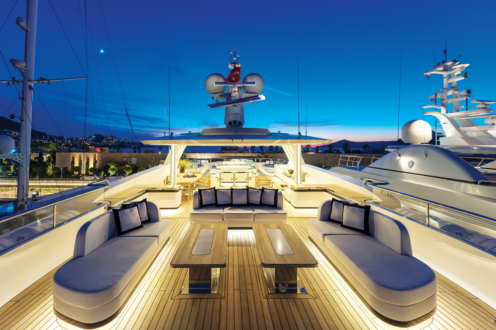 CMB Yachts - Liquid Sky Flybridge