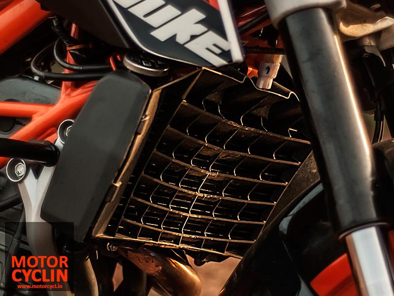 KTM Duke 390 photos radiator