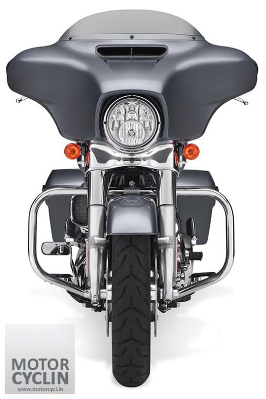 Front view of Harley Davidson FLHXS STREET GLIDE