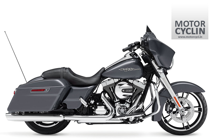 Right side view of Harley Davidson FLHXS STREET GLIDE