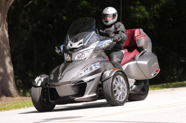 2014-can-am-SpyderRT_B