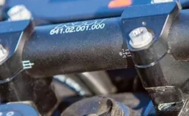 2019 KTM 790 Duke handlebar clamp