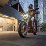 Honda CB650R vs. Husqvarna Svartpilen 701