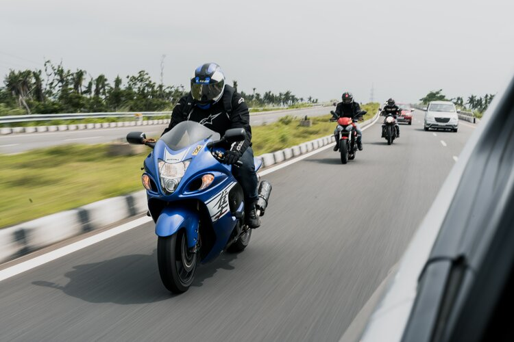 overtaking on a motorcycle safely