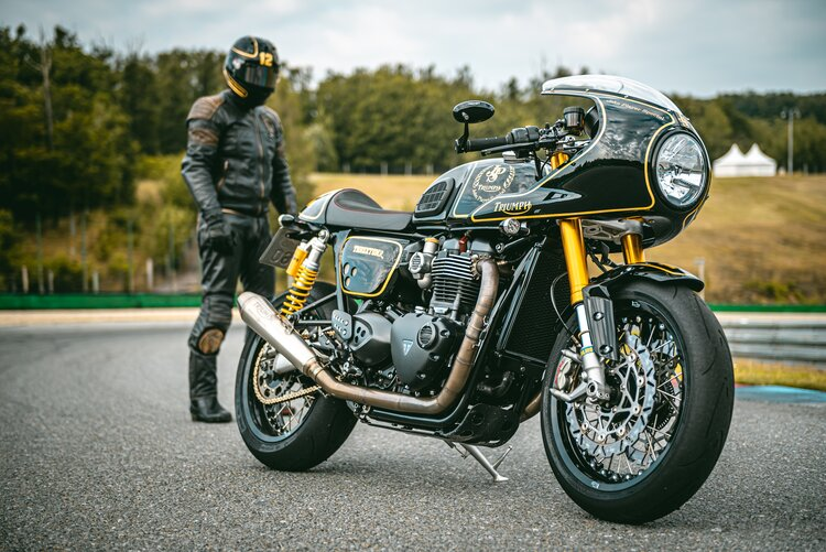 triumph rider in leathers - textiles vs leathers