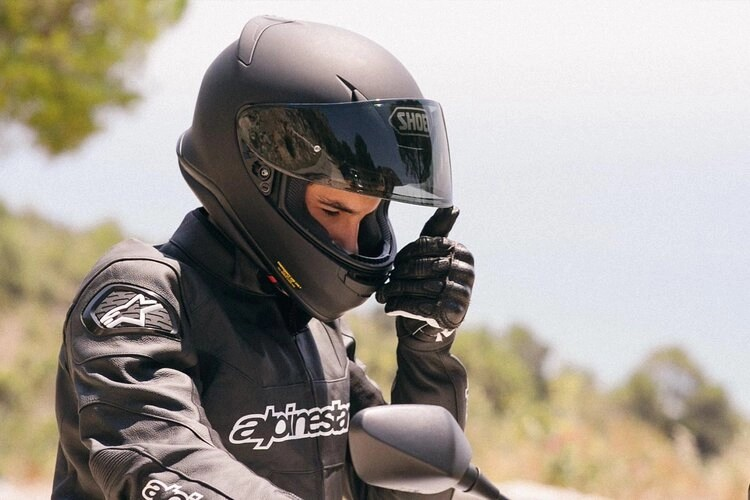 one of the quietest motorcycle helmets by shoei
