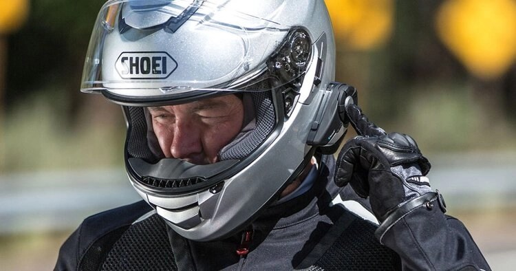 shoei helmet and intercom - listening to music while riding a motorcycle