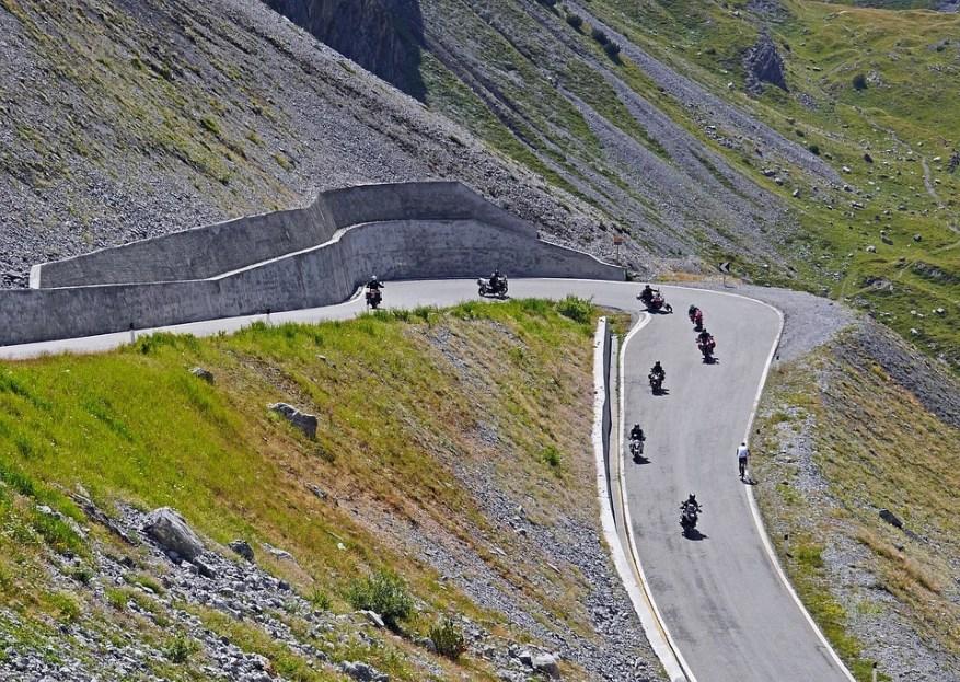 stelvio pass motorcycles