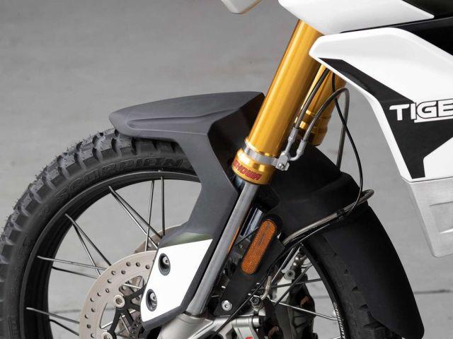 Triumph Tiger 2020 detay işçiliği - ön teker kablolar.