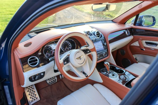 bentley bentayga 2018 interior (6)
