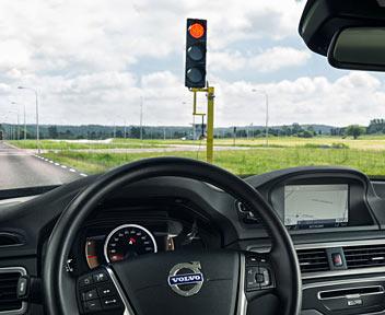 Nissan, Mercedes e Volvo, sfida tra giganti per l'auto che guida da sola