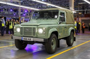 02_Land Rover Defender