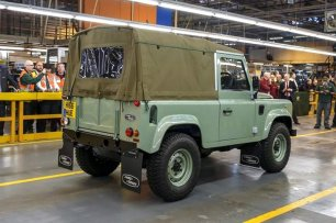 04_Land Rover Defender