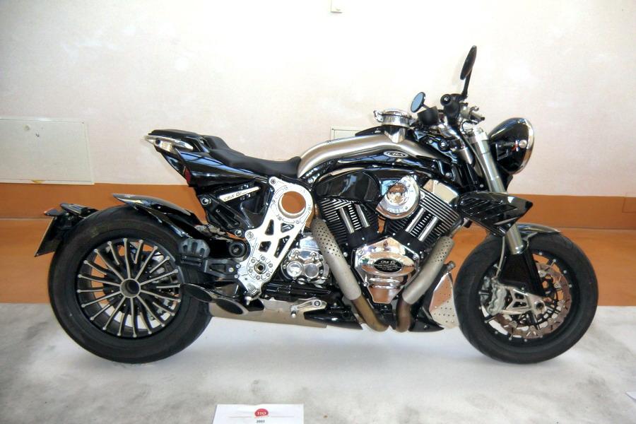 54_crs-2000_moto-100-anni-di-storia
