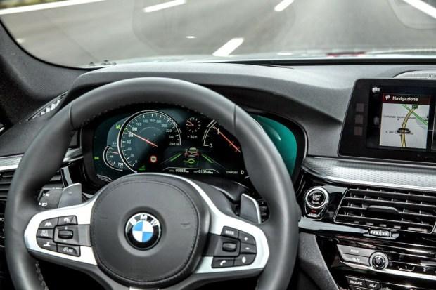 Motori360-BMWserie5-2017-58 BMW nuova Serie 5, più leggera e completamente interconnessa