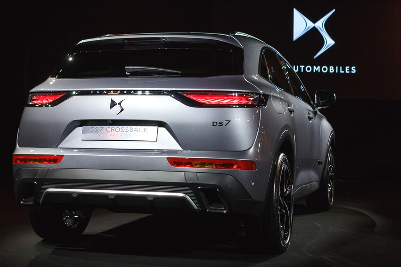 ds 7 crossback il suv di lusso della casa del groupe psa. Black Bedroom Furniture Sets. Home Design Ideas