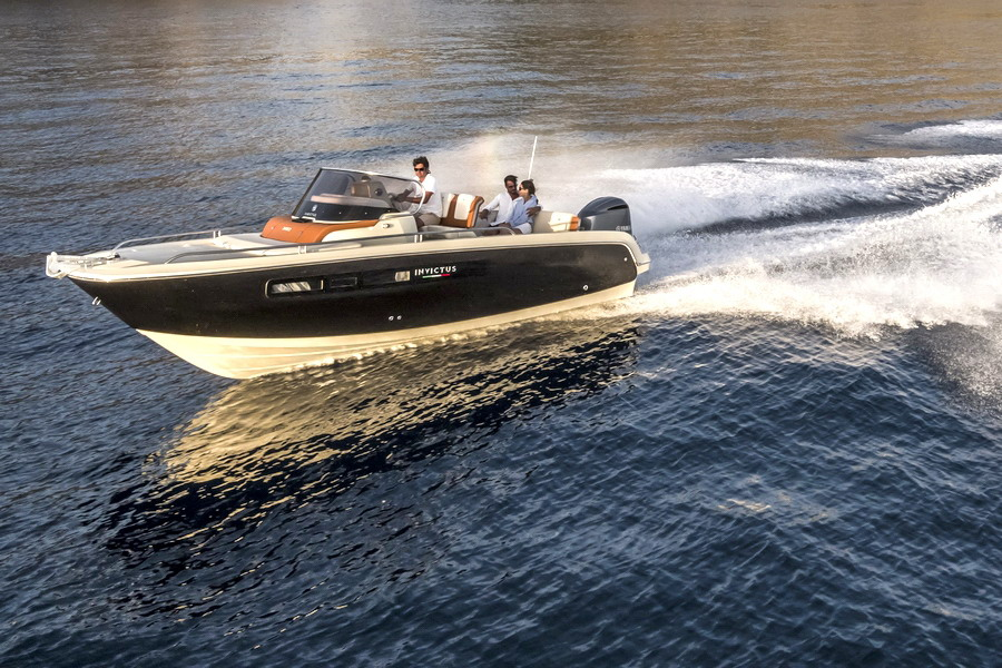Motori360.it-Invictus 240CX-10