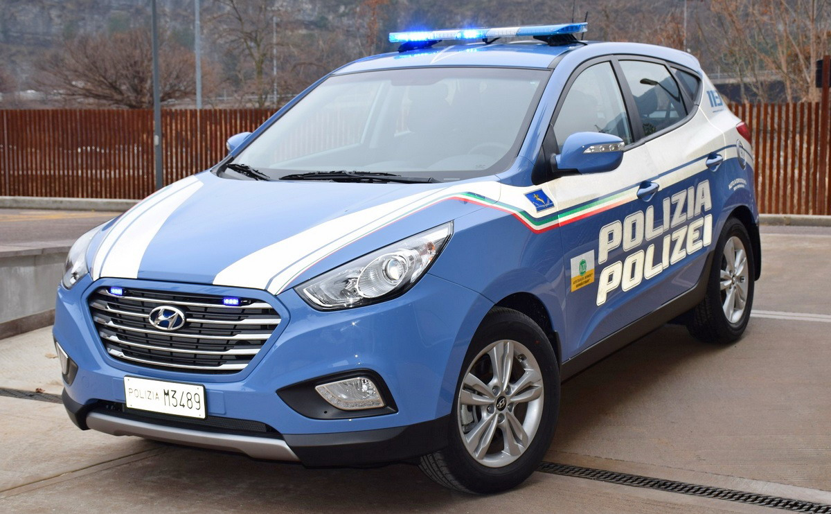 Motori360-Hyundai-ix35-FuelCell-Polizia-03