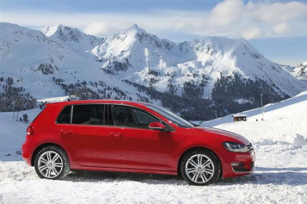 volkswagen-golf-car-of-the-year-2013-3