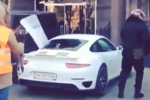 Watch Ukrainian Protesters Beat on a new Porsche 911 Turbo S