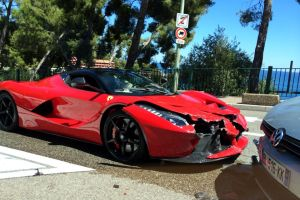 LaFerrari Crash